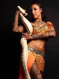 Східний танець зі змією