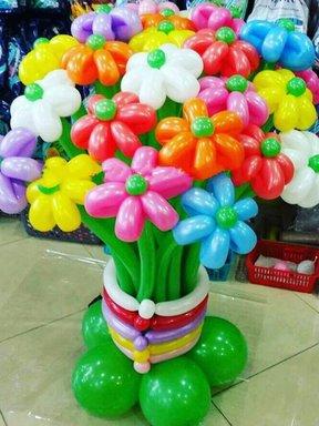 Квіти з повітряних кульок.