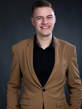 Ведучий Ілля Жулевич